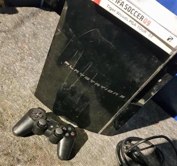 PlayStation 3, 60 gb, 1 kontroll, 2 spill - åros - PlayStation 3 Ripete konsoll 60 gb 1 kontroll 2 spill By ut ifra bildene Kan medbringes til Oslo - åros