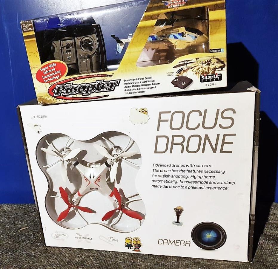 Drone og helikopter  - åros - Drone har et ødelagt batteri og er ikke testet. Helikopter er uåpnet. Selges uten garanti. By ut ifra bildene. - åros