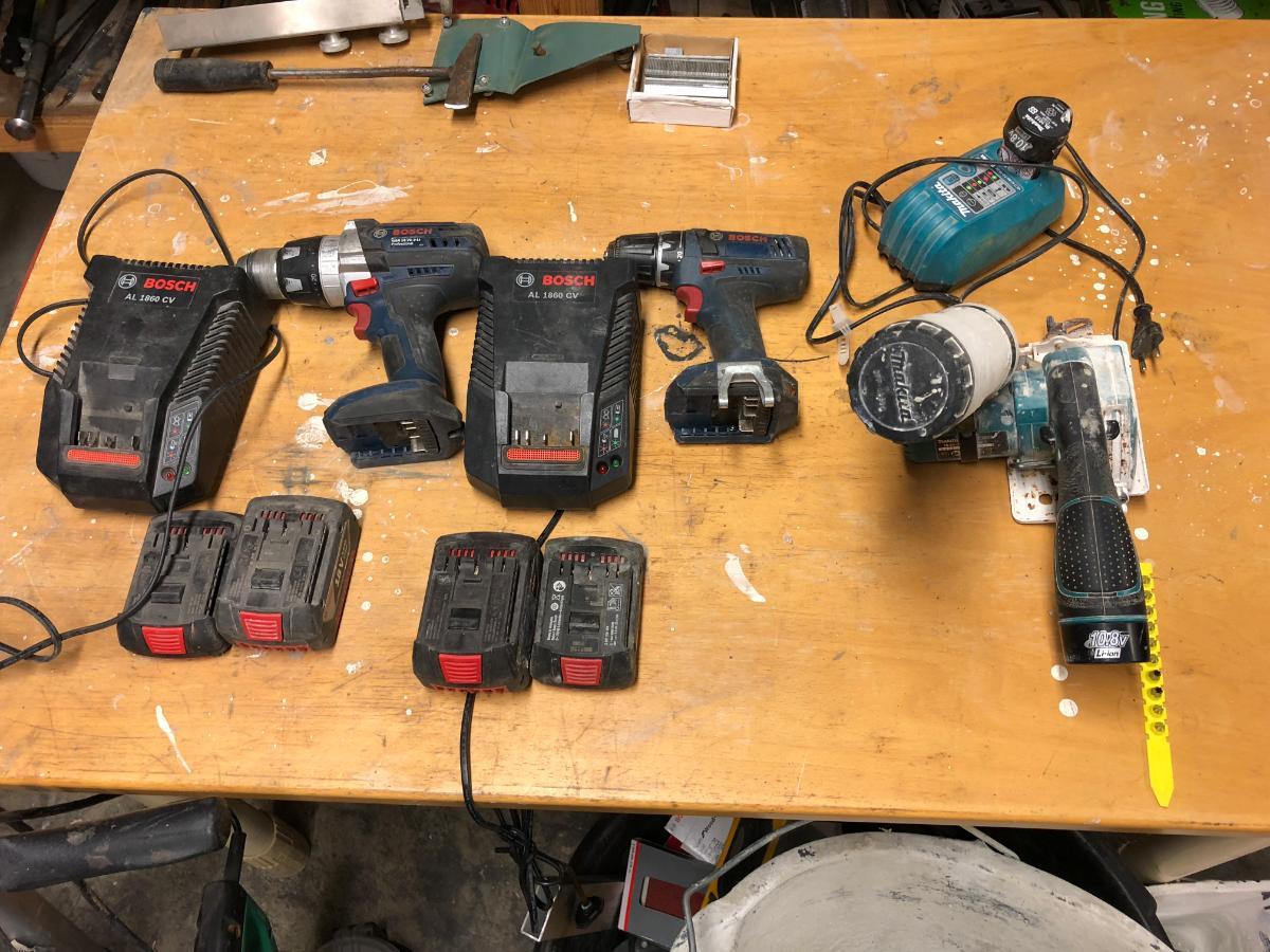 Bosch driller og Makita minikutter - Rjukan - 2 stk Bosch Driller 1 stk Makita fliskutter Testet: OK NB! MÅ HENTES PÅ LOKASJON DEN 12. APRIL 2018 MELLOM KL. 09.00 og 19.00! - Rjukan
