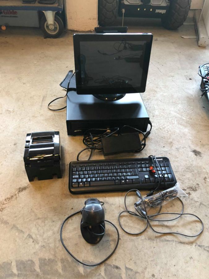 FUJITSU SIEMENS ESPRIMO  PCKASSE BUTIKKDATA PLUSS TILBEHØR - Sem - PCKASSE BUTIKKDATA : PCKASSE BUTIKKDATA PLUSS TILBEHØR( Hvert sett selges hver for seg). - Fujitsu Siemens Esprimo E500 - Star TSP100 printer - Digipos Toccare - Scanner - Diverse ledninger Ikke funksjonstestet Kan besiktiges hos Auksjonen.no - Sem