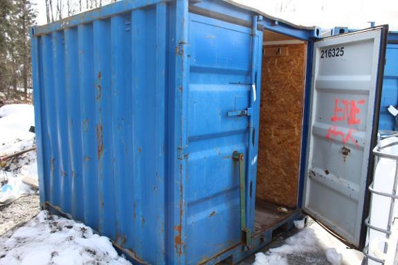 09 8 Fot Container - Oslo - Selges som forevist. Må hentes på Høybråten (Oslo) Onsdag 02.05.2018 mellom 08-17 Kjøper må selv besørge løfting. NB 4 m Høyde inn på området Kontakt Per for mer informasjon 9882337 - Oslo
