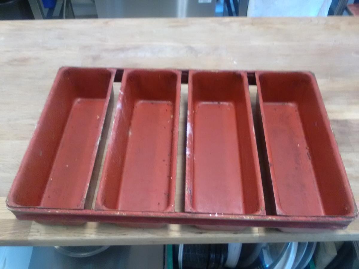 14 stk. nesten nye Horni brødformer /Teflonbelagt - Beitostølen - Teflonbelagt brødformer i størrelse 30*50cm . Kun brukt et par ganger. Antall 14 stk. - Beitostølen