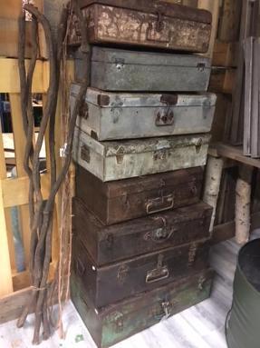 Div Koffert säljes som partivaror Vintage - østerås - Ass koffert, Vintage. Ca storlek 35 x 55 x 20 cm Säljes som parti av 8 st. - østerås