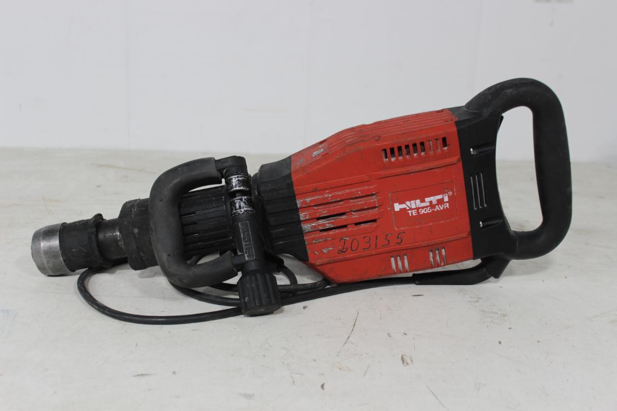 Hilti TE 905-AVR el. borhammer - Sem - http://www.bennys.bz/hilti-products/tools/breaker-te-905-avr-115-v/prod_177.html 1600W 115V 2200 rpm 24.9 lbs 50 - 60 Hz Har vært benyttet i utleie via CRAMO Kan besiktiges hos Auksjonen.no - Sem