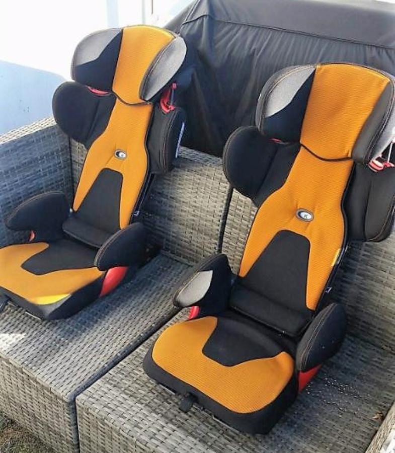 2 stk Audi Barneseter med Isofix, Nypris 2990.-/stk - Sem - 2 stk Audi barneseter med Isofix Justerbare i høyden og sammenleggbare, se bilde. Diskrè Audi - logo på begge setene. Nypris er 2990,- pr stk - Sem