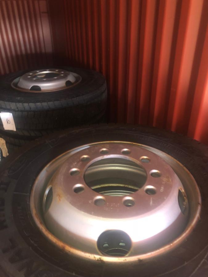 24 stk Goodyear dekk med felg - Sandefjord - 24 stykker Goodyear dekk 235/75R 17,5 Index 132/130m Med felg - Sandefjord