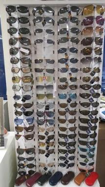 2000 solbriller selges, utpris ca. 600000,- - Vestby - Assortert 2000 stk. solbriller selges, Macali med flere. Kan variere fra bildene, stativ følger ikke med. Utsalgsverdien var ca. 600000.- Fine produkter for sesongen fremover, beliggenhet Vestby. Ikke pakket, ligger løse i pall. Utlevering ette - Vestby