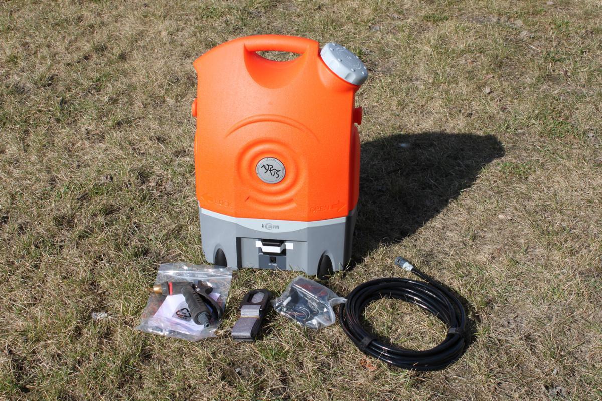 2016 120 STK NYE I am PortaWash 170 -  - 2016 120 STK NYE I am PortaWash 170 - Nye i eske - 12V oppladbart batteri - Avtagbart vannreservoar på 17 liter - Vanntrykk på 3-9 bar - Effektiv vask med 10.000 pulserende vibrasjoner - Hendig oppbevaring for slangen og spylepistol - Justerbar spyle -