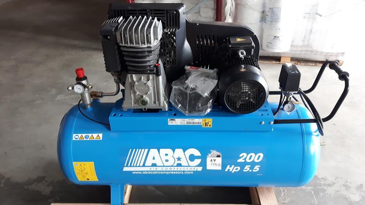 ABAC STEMPELKOMPRESSOR, Verkstedkompressor - ålgård - Demo brukt, fin verkstedkompressor Helt ny 4 kw, 5,5 HK Passer på 3 fas 16 A, 230V eller 400V ca 600 l/min 10 bar - ålgård