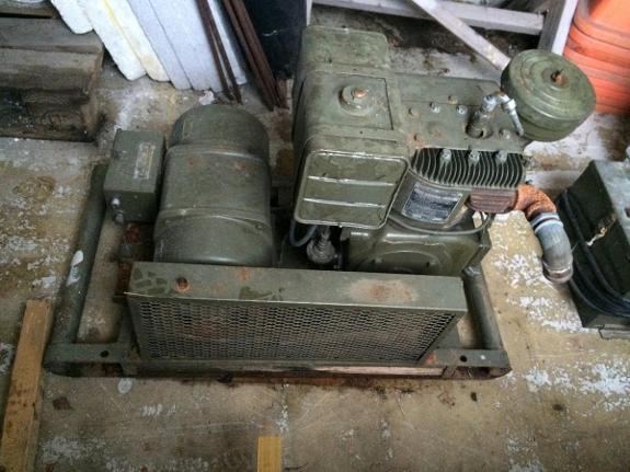 1900 Leland Alternator 2,5 kw - Hjartdal - Militært strøm aggregat med omformer. Teknisk info står på skiltene. - Hjartdal
