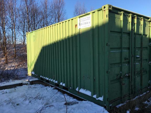 1900 Ukjent 20' - Sandefjord - Eldre 20' container av ukjent årgang. Noe rust. Virker tett i tak. Må hentes med kranbil. - Sandefjord