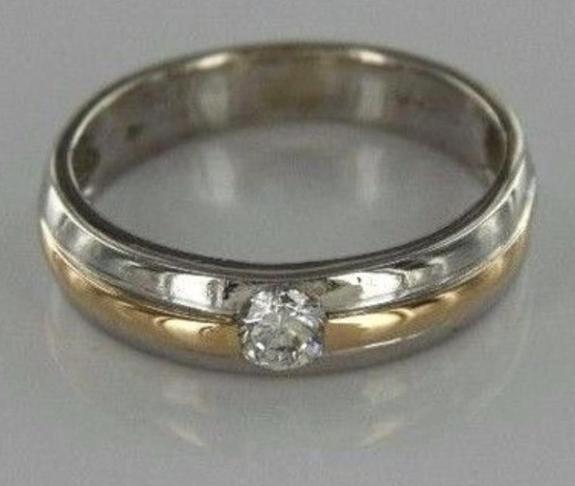 Diamantring i Platina (950) og Gull(750) - Arendal - Fantastisk pen og unik Diamantring med topp kvalitets Diamant (SI1/G). Selve ringen er laget i 950/1000 Platina og 750/18k Gult Gull. Ringens vekt er hele 4,55 gram. Str. 51,5 - Arendal
