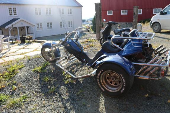 2000 BOOM TRIKES LOW RIDER - Ytterøy - -LOW RIDER -2000 Modell -1 584 cm3 -Lengde:360 cm -Bredde:180 cm -Egenvekt:630 kg -Egenvekt med fører:705 kg -Tillatt totalvekt:900 kg- -Maks nyttelast:195 kg -Maks aksellast foran:200 kg -Maks aksellast bak:700 kg Omregistreringsavgift dekkes - Ytterøy